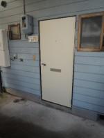 玄関ドア&洗濯機置き場(玄関)