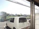 室内から見た駐車場